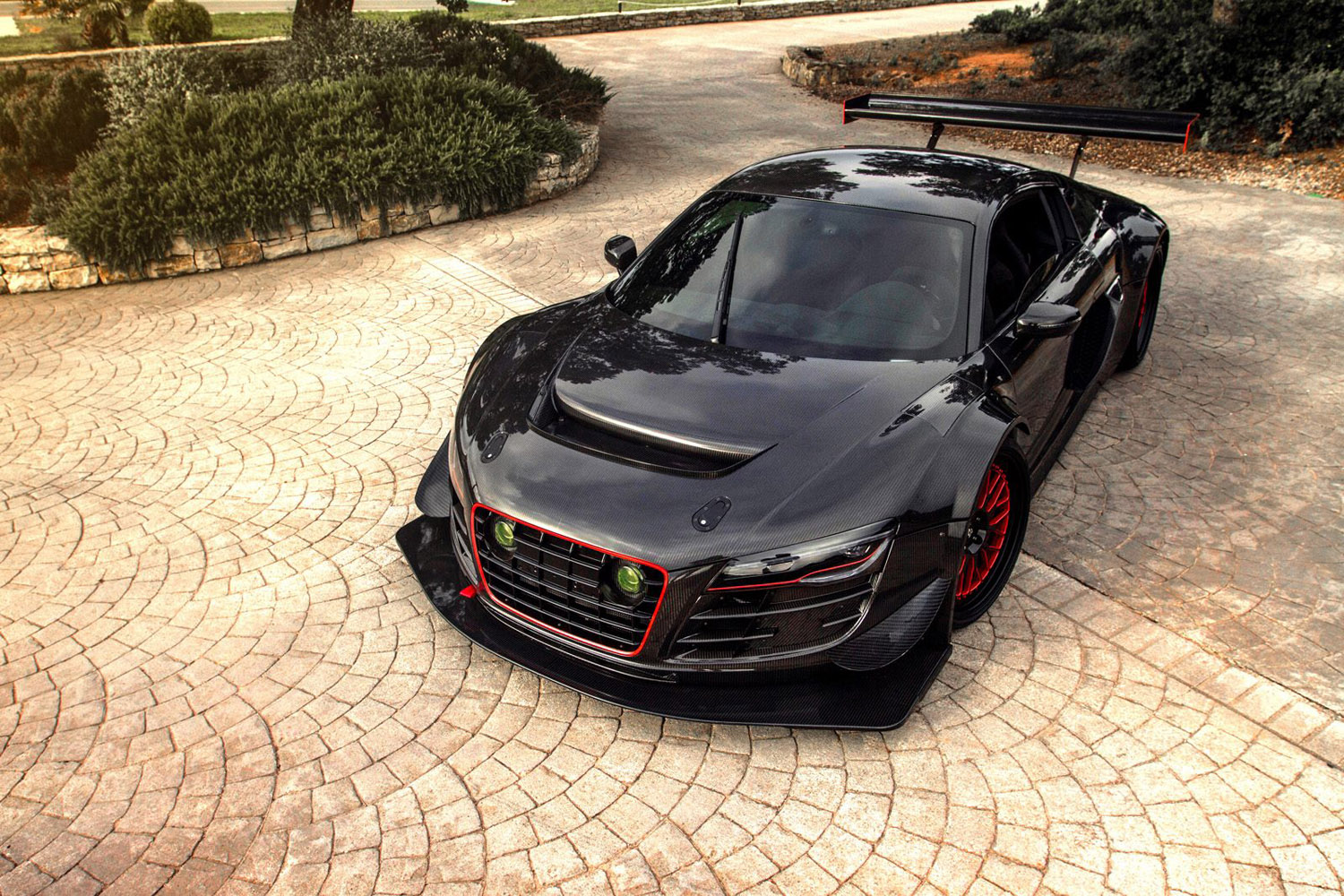 The World's Most Evil Audi R8 Looks Like a Race Car, but Isn't!