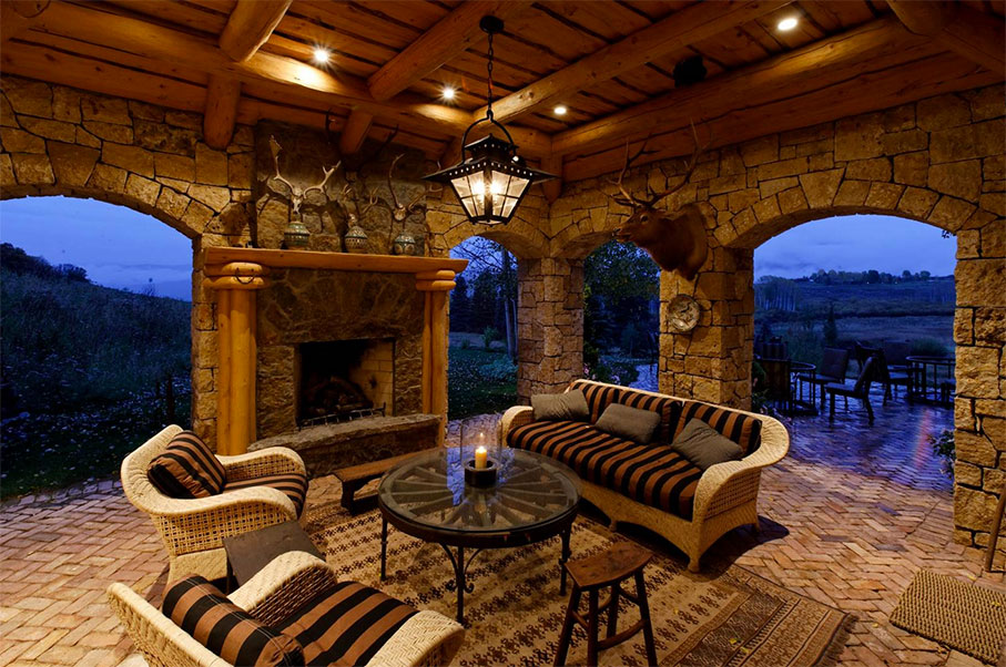 Take A Look Inside This Stunningly Rustic Home in Aspen, Colorado