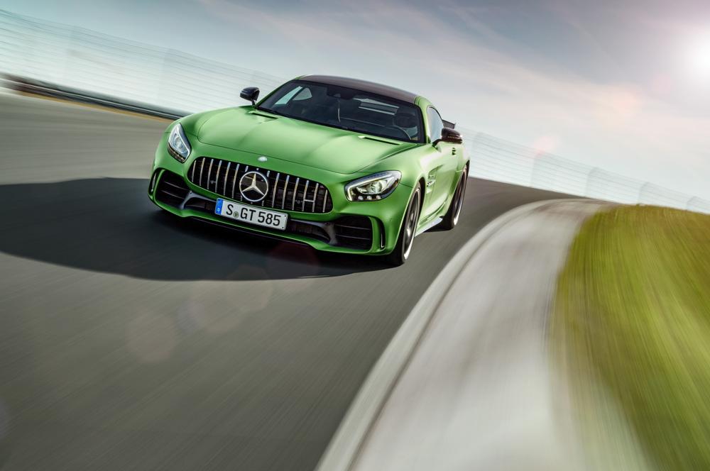 AMG GT R; 2016; Rennstrecke; Exterrieur: AMG Green Hell magno; neuer AMG Panamericana Grill; Kraftstoffverbrauch kombiniert: 11,4 l/100 km, CO2-Emissionen kombiniert: 259 g/km AMG GT R; 2016; race track Exterior: AMG Green Hell magno, new AMG Panamericana radiator grille; Fuel consumption, combined: 11.4 l/100 km, CO2 emissions, combined: 259 g/km