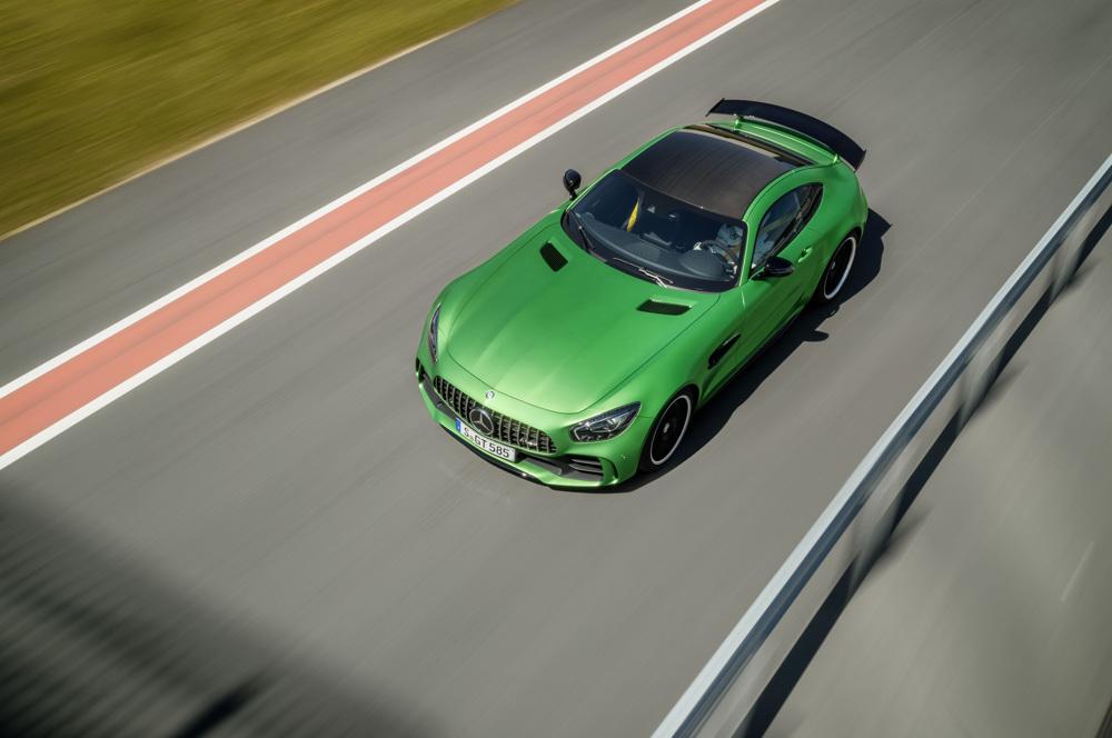 AMG GT R; 2016; Rennstrecke; Exterrieur: AMG Green Hell magno; Kraftstoffverbrauch kombiniert: 11,4 l/100 km, CO2-Emissionen kombiniert: 259 g/km AMG GT R; 2016; race track Exterior: AMG Green Hell magno; Fuel consumption, combined: 11.4 l/100 km, CO2 emissions, combined: 259 g/km