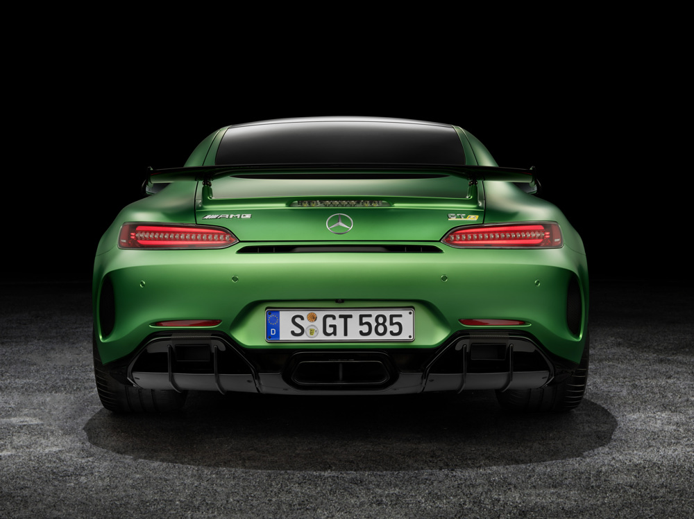 AMG GT R; 2016; Studio; Exterrieur: AMG Green Hell magno; Kraftstoffverbrauch kombiniert: 11,4 l/100 km, CO2-Emissionen kombiniert: 259 g/km AMG GT R; 2016; studio; Exterior: AMG Green Hell magno; Fuel consumption, combined: 11.4 l/100 km, CO2 emissions, combined: 259 g/km