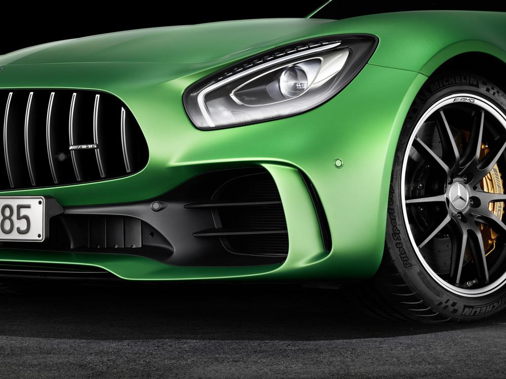 AMG GT R; 2016; Studio; Exterrieur: AMG Green Hell magno; Frontschürze im Jet-Wing-Design; Kraftstoffverbrauch kombiniert: 11,4 l/100 km, CO2-Emissionen kombiniert: 259 g/km AMG GT R; 2016; studio; Exterior: AMG Green Hell magno; front Apron in jet wing design; Fuel consumption, combined: 11.4 l/100 km, CO2 emissions, combined: 259 g/km