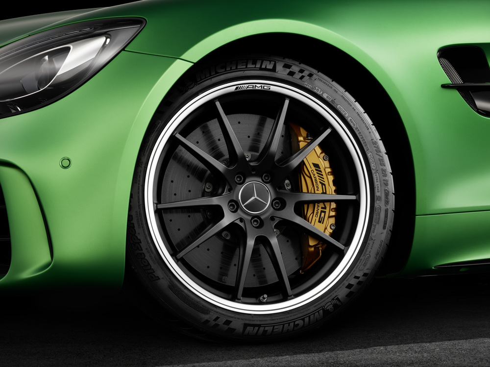 AMG GT R; 2016; Studio; Exterrieur: AMG Green Hell magno; AMG Performance Schmiederad exklusiv für AMG GT R; Kraftstoffverbrauch kombiniert: 11,4 l/100 km, CO2-Emissionen kombiniert: 259 g/km AMG GT R; 2016; studio; Exterior: AMG Green Hell magno; AMG performance forged wheel exclusive for the AMG GT RFuel consumption, combined: 11.4 l/100 km, CO2 emissions, combined: 259 g/km