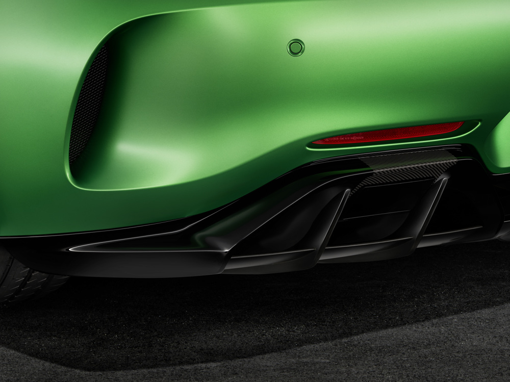 AMG GT R; 2016; Studio; Exterrieur: AMG Green Hell magno; Heckschürze mit großen äußeren Entlüftungsöffnungen; Kraftstoffverbrauch kombiniert: 11,4 l/100 km, CO2-Emissionen kombiniert: 259 g/km AMG GT R; 2016; studio; Exterior: AMG Green Hell magno, rear apron with wide air outlets; Fuel consumption, combined: 11.4 l/100 km, CO2 emissions, combined: 259 g/km