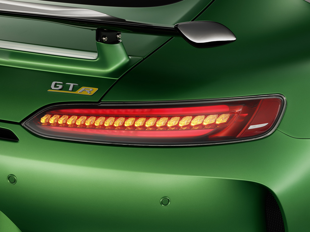 AMG GT R; 2016; Studio; Exterrieur: AMG Green Hell magno; Heckleuchten in LED-Technik; Kraftstoffverbrauch kombiniert: 11,4 l/100 km, CO2-Emissionen kombiniert: 259 g/km AMG GT R; 2016; studio; Exterior: AMG Green Hell magno, LED tails lights; Fuel consumption, combined: 11.4 l/100 km, CO2 emissions, combined: 259 g/km