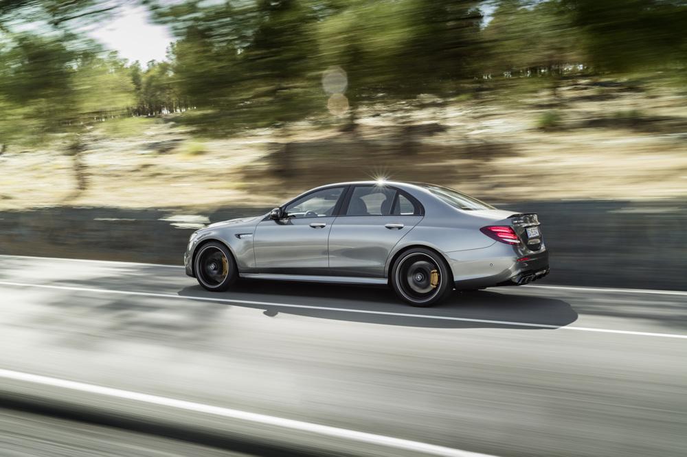 Mercedes-AMG E 63 S, Außenaufnahme; Kraftstoffverbrauch kombiniert: 9,2 – 8,9l/100 km; CO2-Emissionen kombiniert: 209 - 203 g/km // Mercedes-AMG E 63 S, outdoor shot; Fuel consumption combined: 9,2 – 8,9 l/100 km; Combined CO2 emissions: 209 - 203 g/km