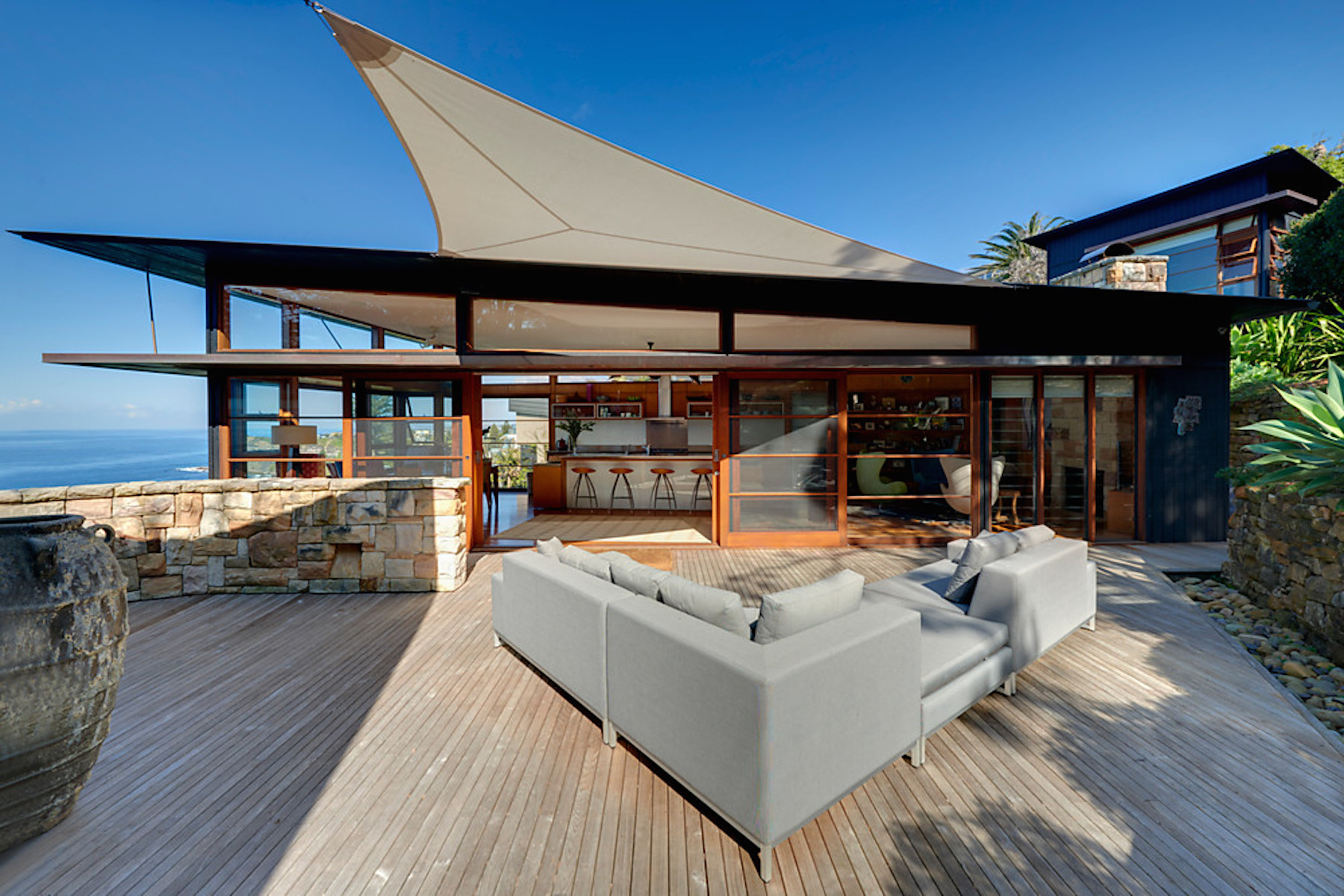 Here 39 s why this stunning beach house down under is almost for Beach house plans australia