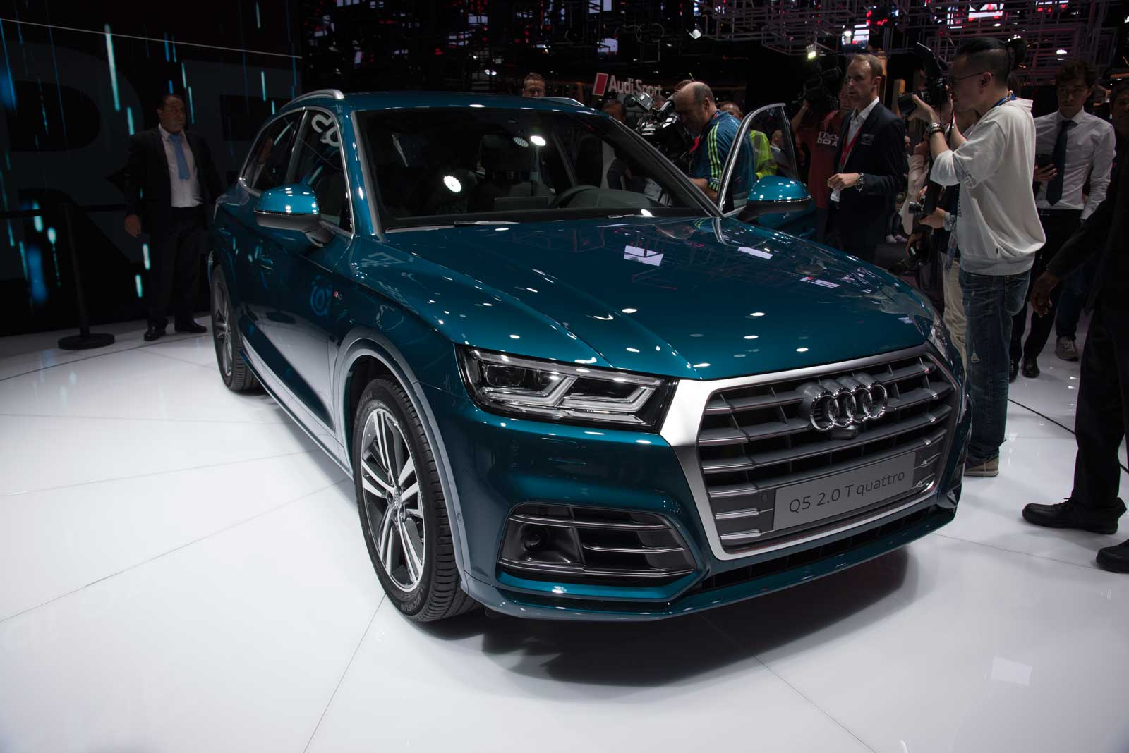 2017-Audi-Q5-Front-01