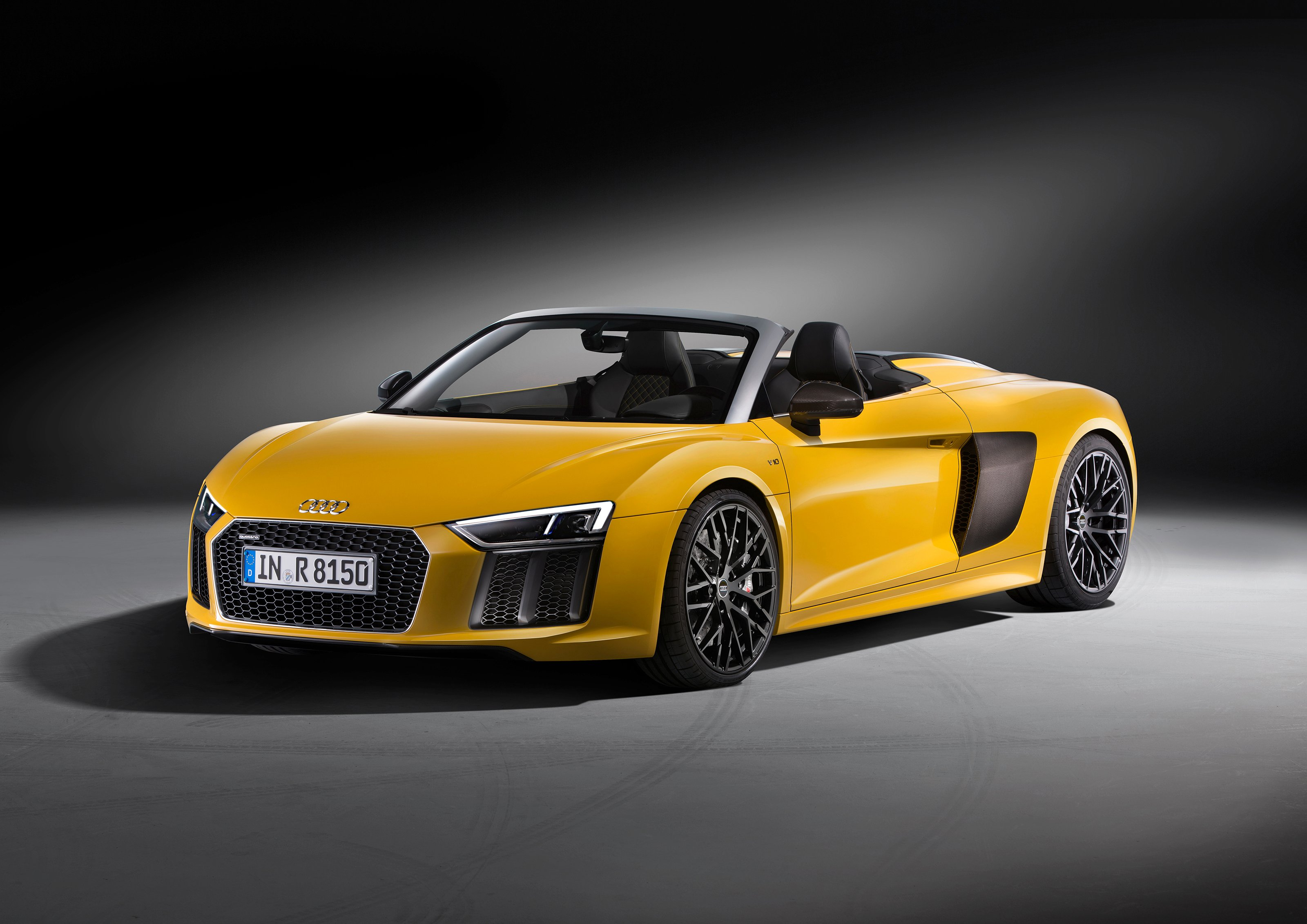 Why The New 2017 Audi R8 Spyder Stuns Without a Roof