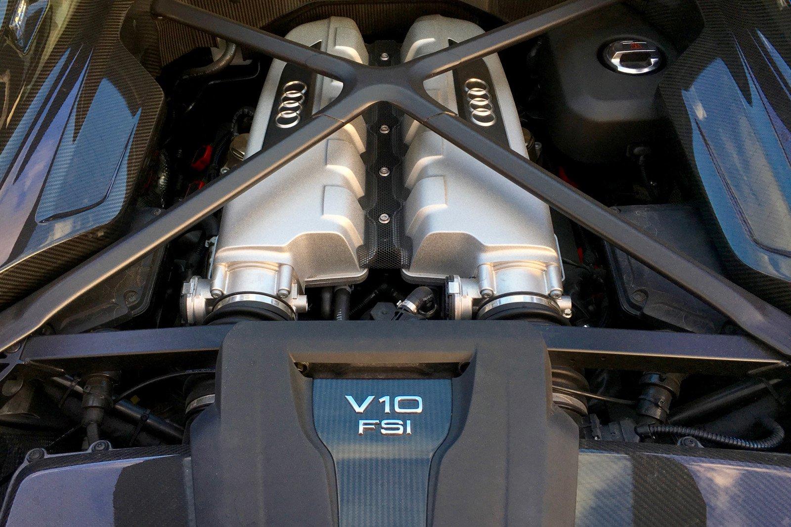2017-Audi-R8-V10-Plus-17