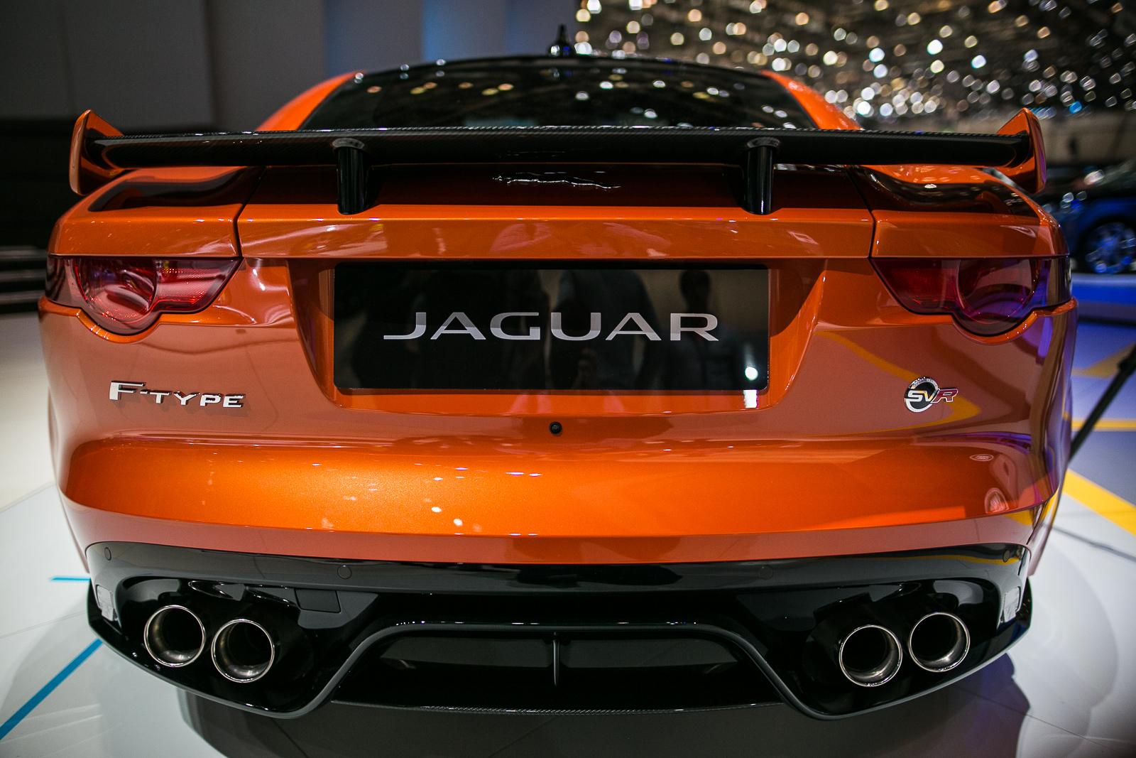 2017-Jaguar-F-Type-SVR-10