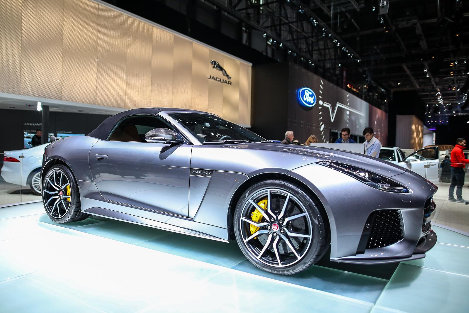 2017-Jaguar-F-Type-SVR-16