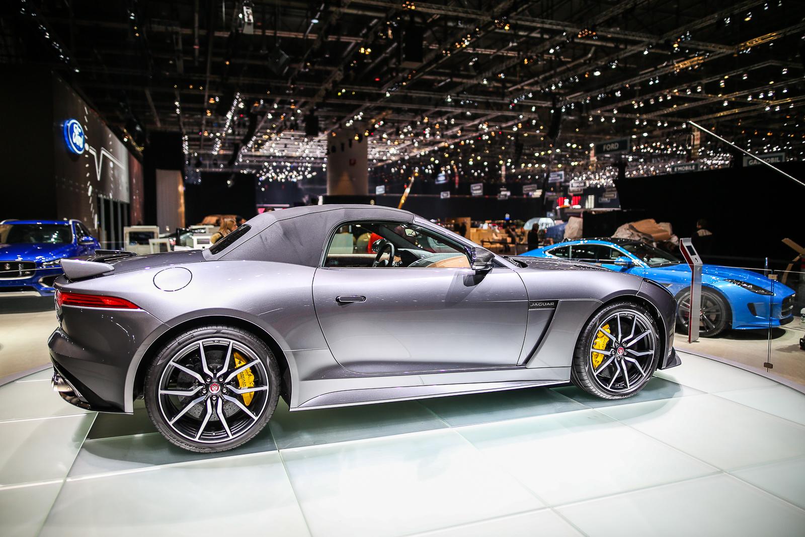 2017-Jaguar-F-Type-SVR-17