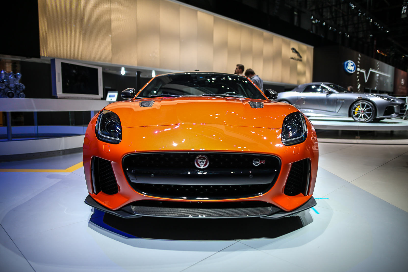 2017-Jaguar-F-Type-SVR-2