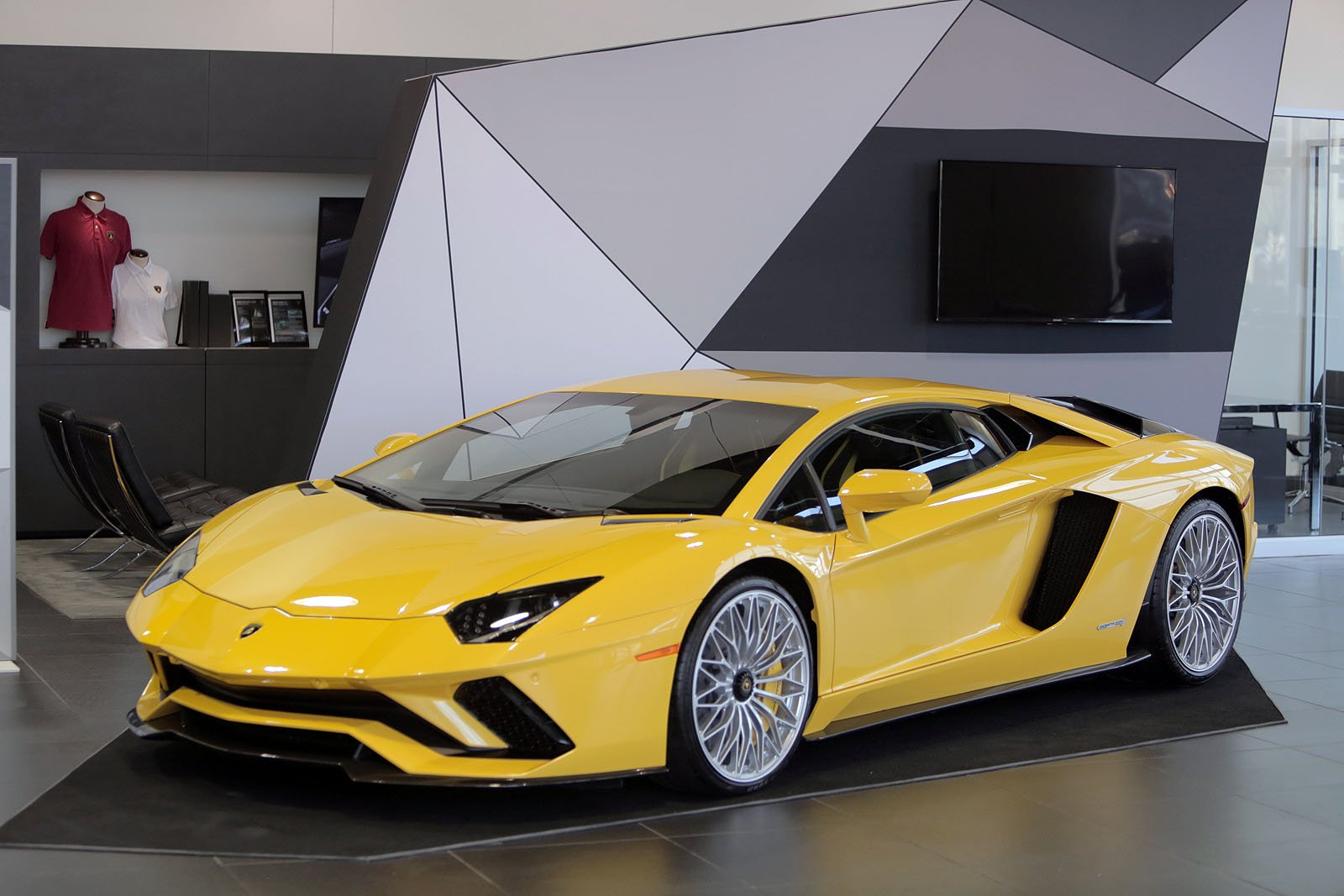 Lamborghini Aventador S Making the Public Rounds