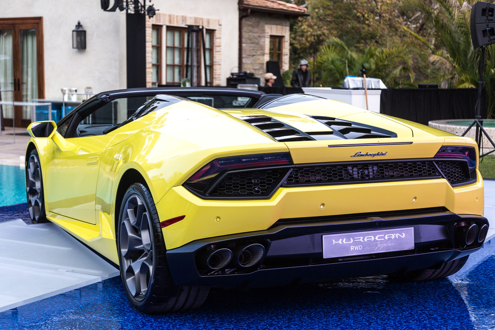 2017 Lamborghini Huracan Rear-Wheel Drive Spyder Video, First Look