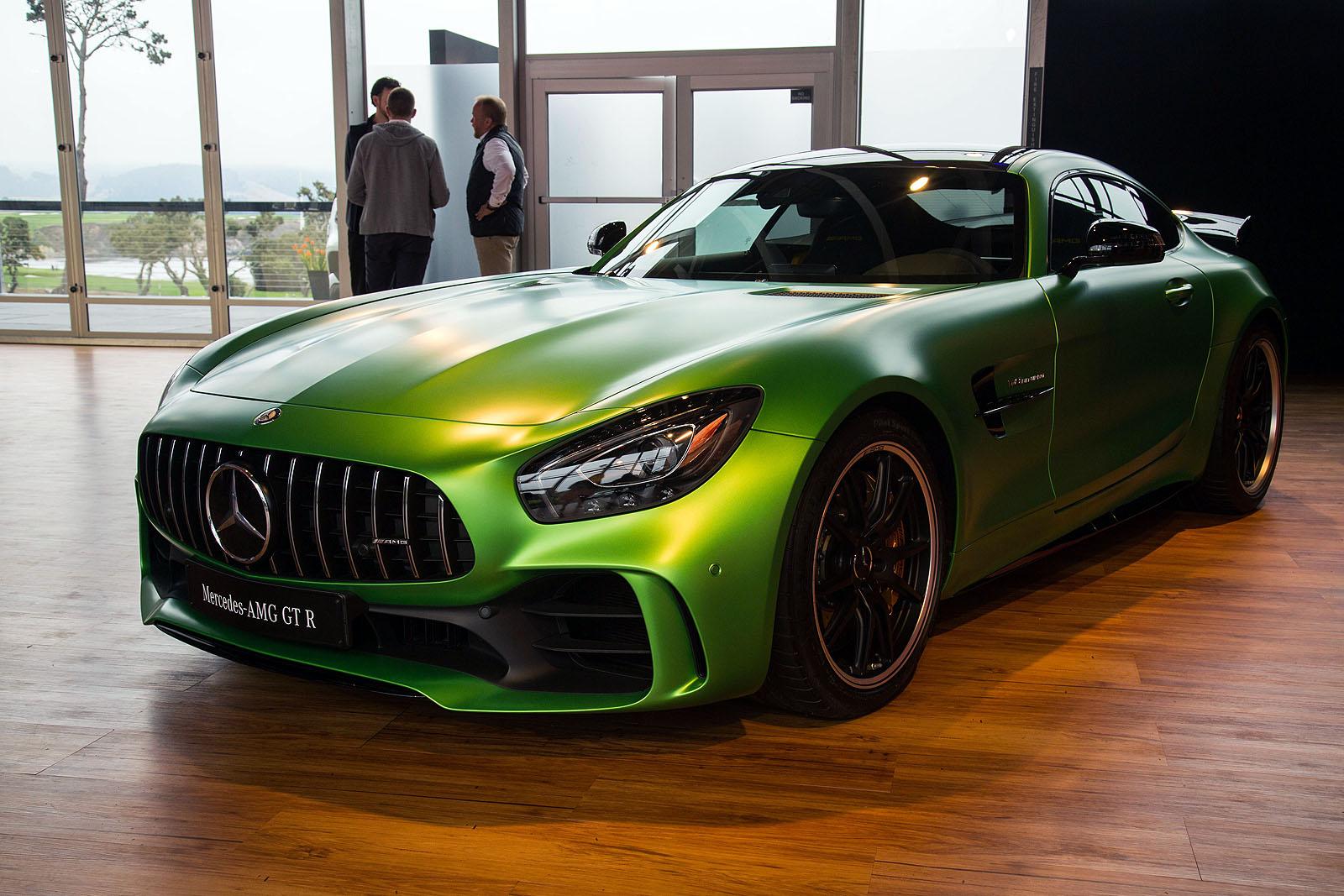 2017-Mercedes-AMG-GT-R-13