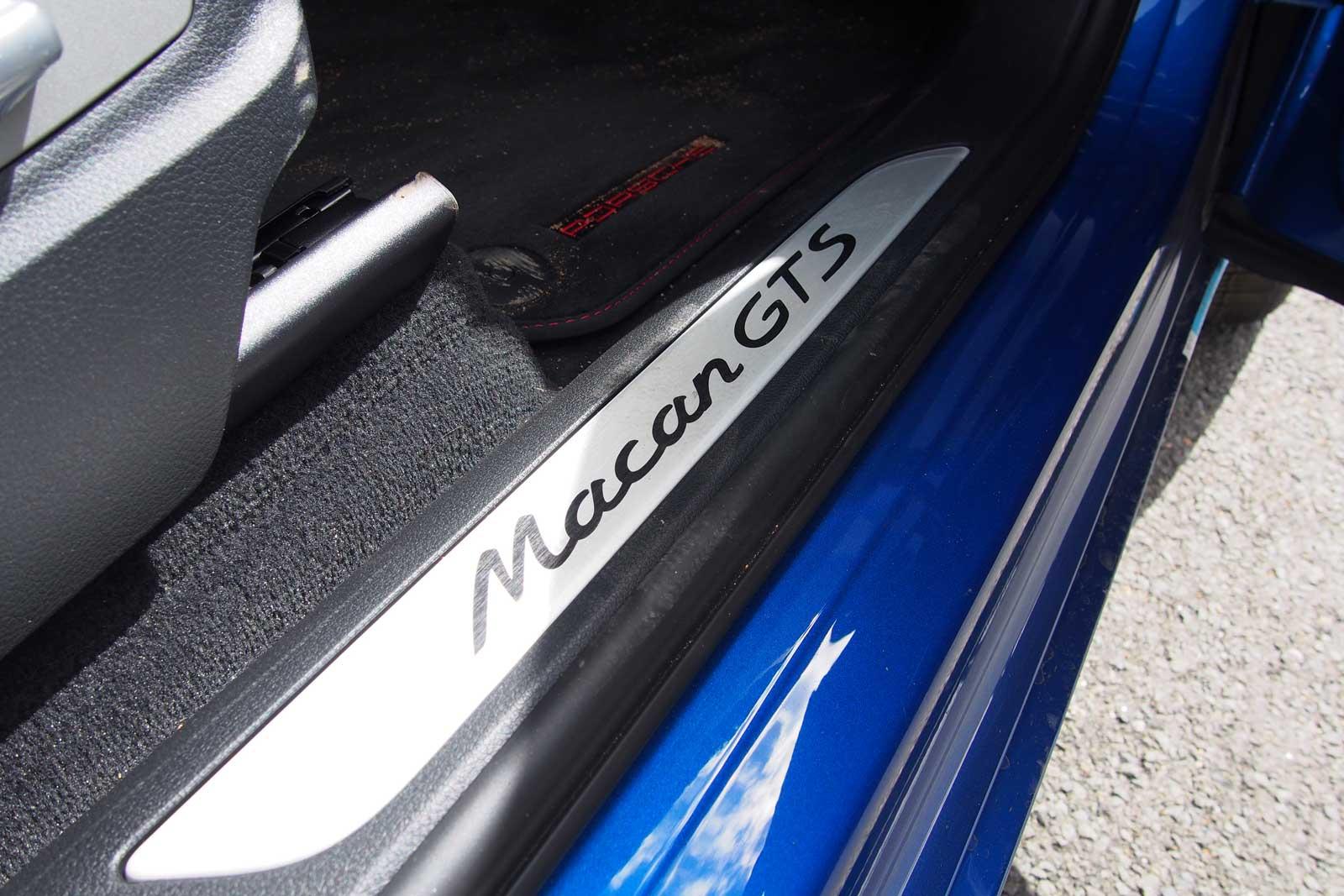 2017-Porsche-Macan-Door-Sill-01