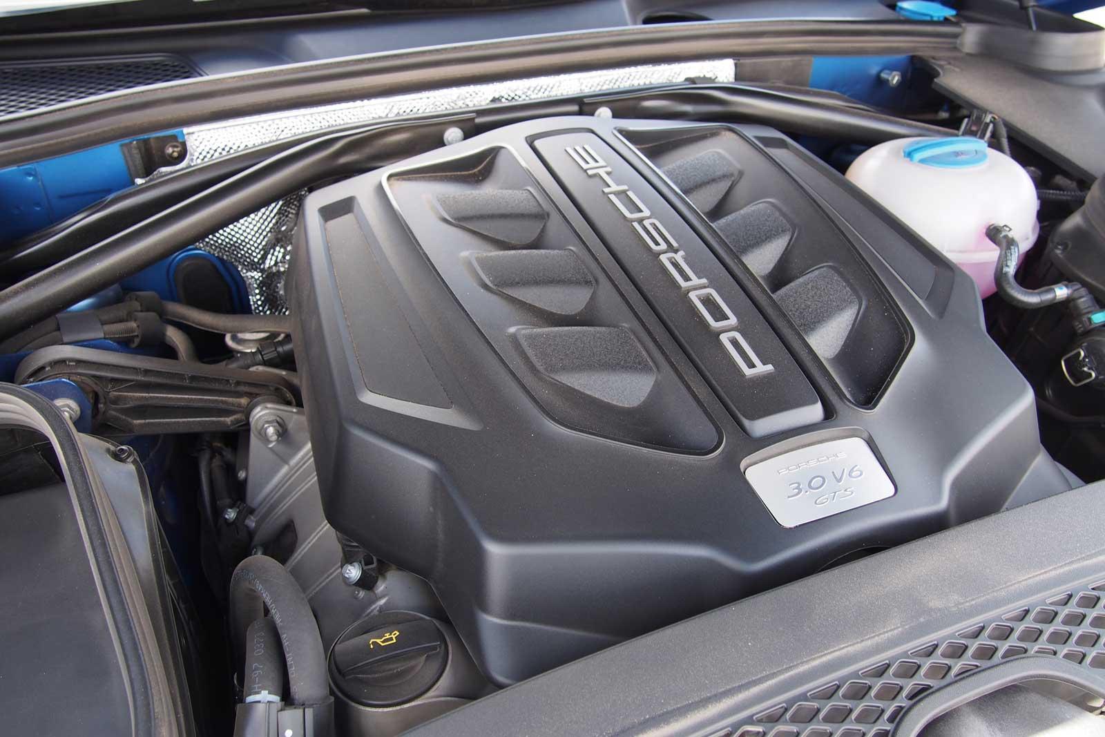 2017-Porsche-Macan-GTS-Engine-03