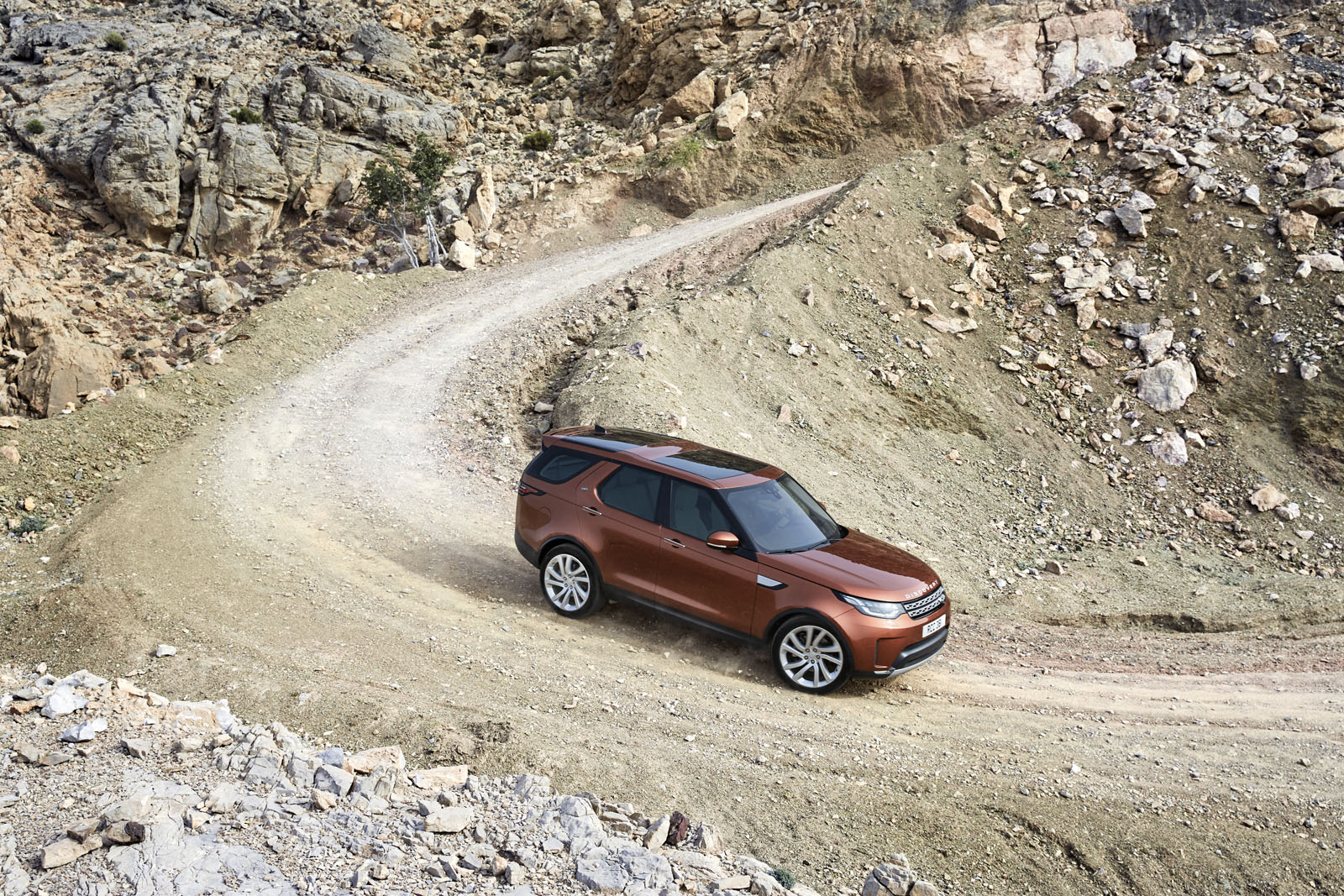 2018-Land-Rover-Discovery-01