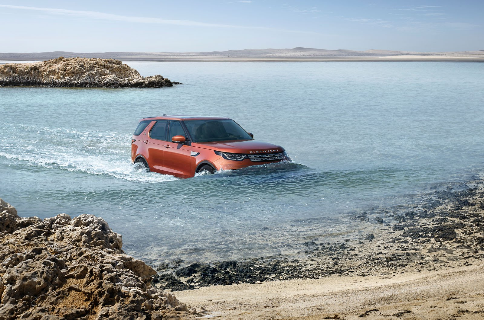 3-Row 2018 Land Rover Discovery Makes Debut in Paris