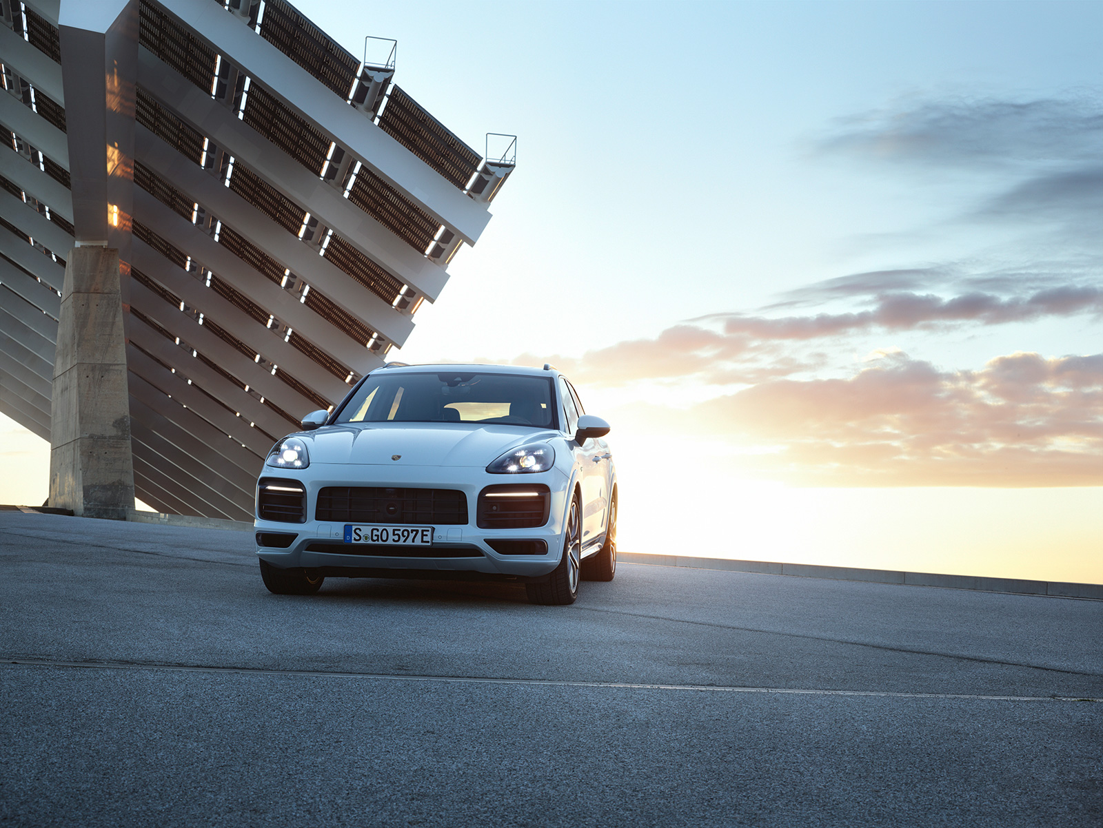 2019 Porsche Cayenne E-Hybrid Announced with 455 HP