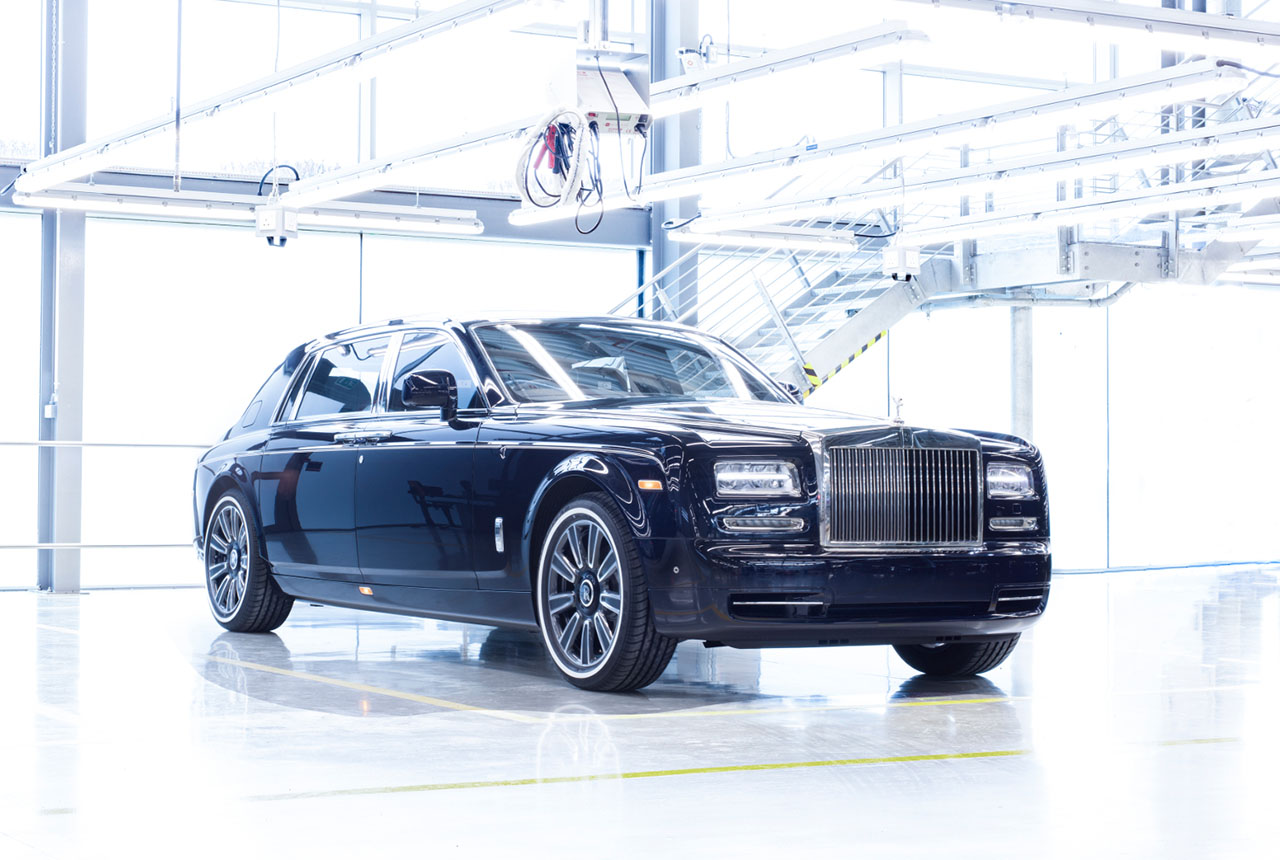Final 7th-Gen Rolls-Royce Phantom Rolls Off the Assembly Line