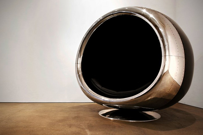Check Out This Stunning Boeing 737 Cowling Chair