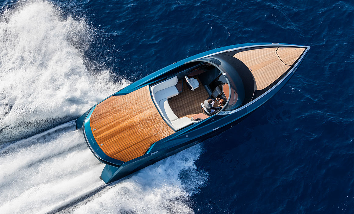 Aston Martin Just Debuted the AM37–a 37-Foot Powerboat Kicking out 1000 HP