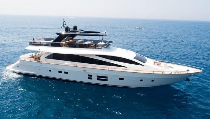 amer-yacht-94-01