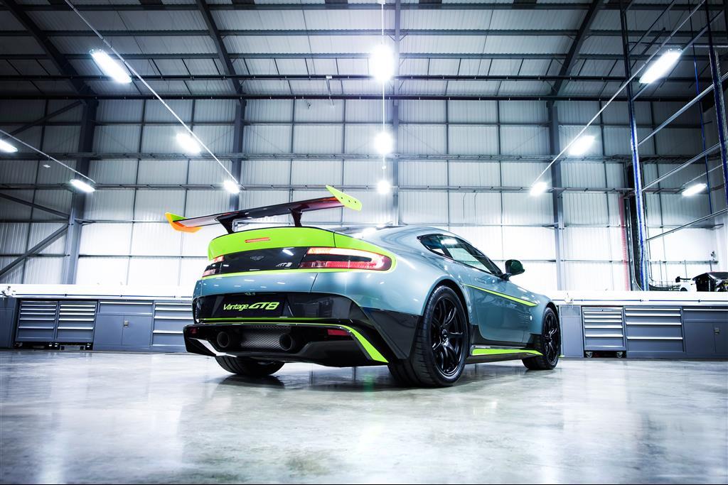 Aston-Martin-Vantage-GT8-7