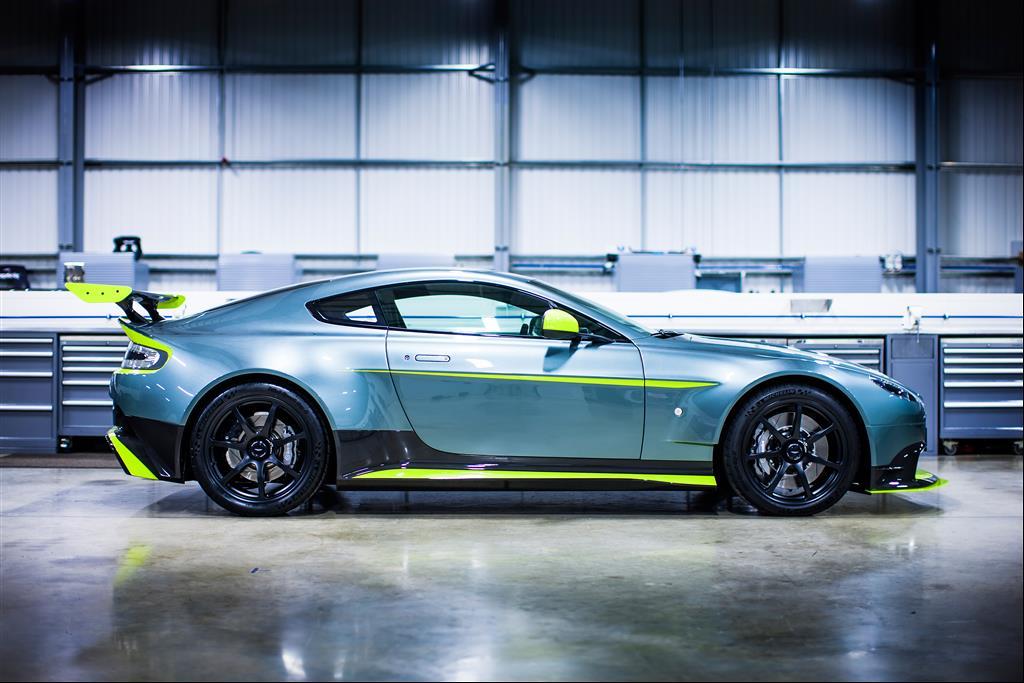 Aston-Martin-Vantage-GT8-