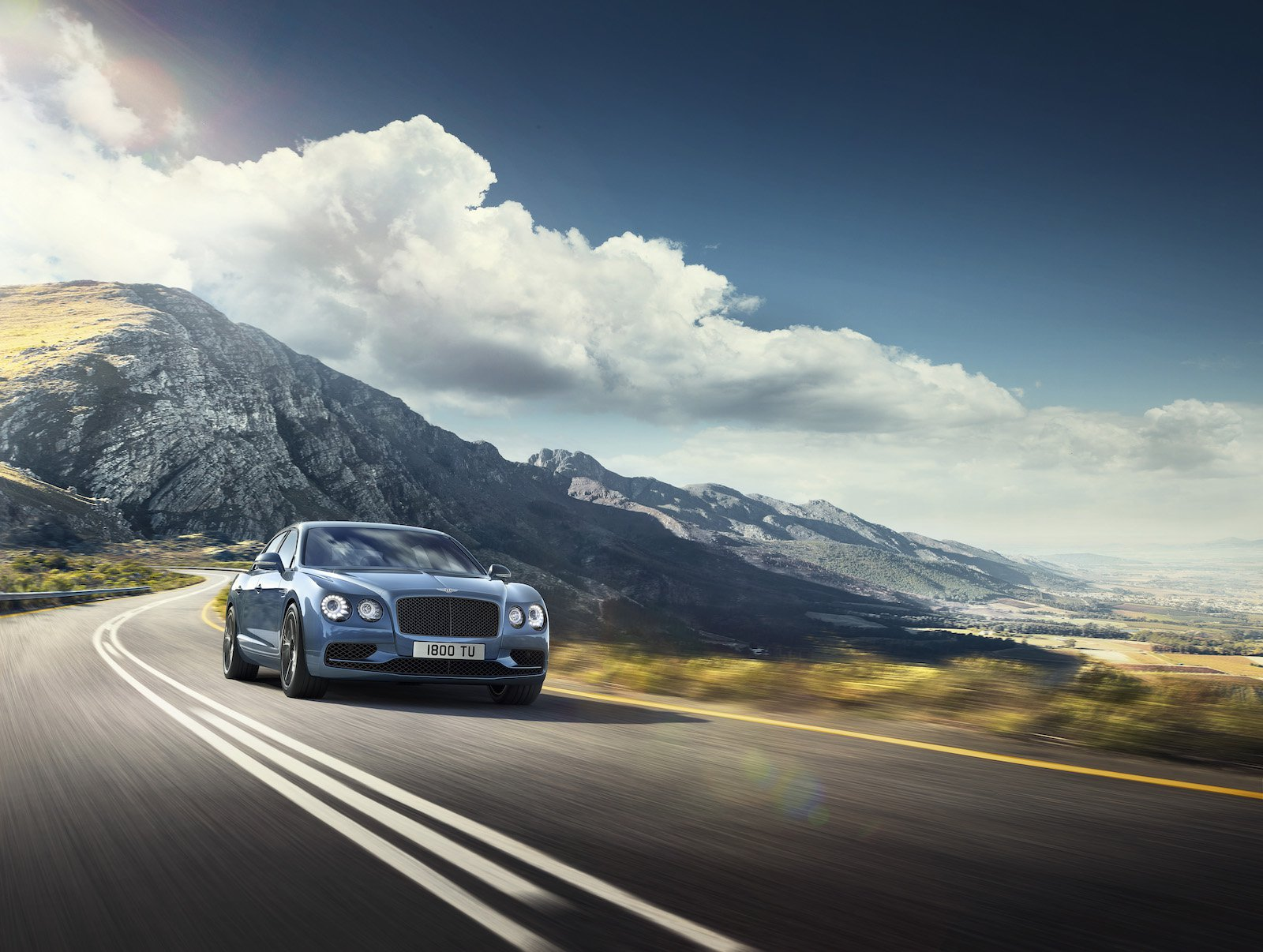 Bentley Flying Spur W12 S Dips You in Luxury Even at 202 MPH