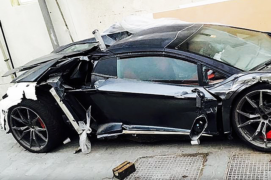 lamborghini matte video bmw sale crashed into wrecked for black aventador lamborghinis parked