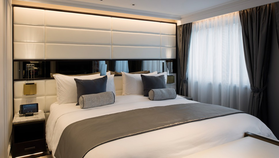 crystal-esprit-cruise-ship-esprit-owner-suite-bedroom