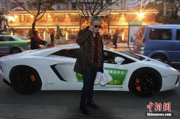 This Guy Delivers Takeout In His Lamborghini Aventador