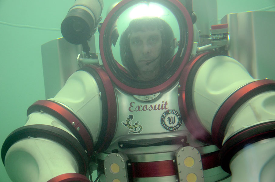 L4P Wish List: This Awesome Space Suit Lets You Dive to 1,000 Feet Deep