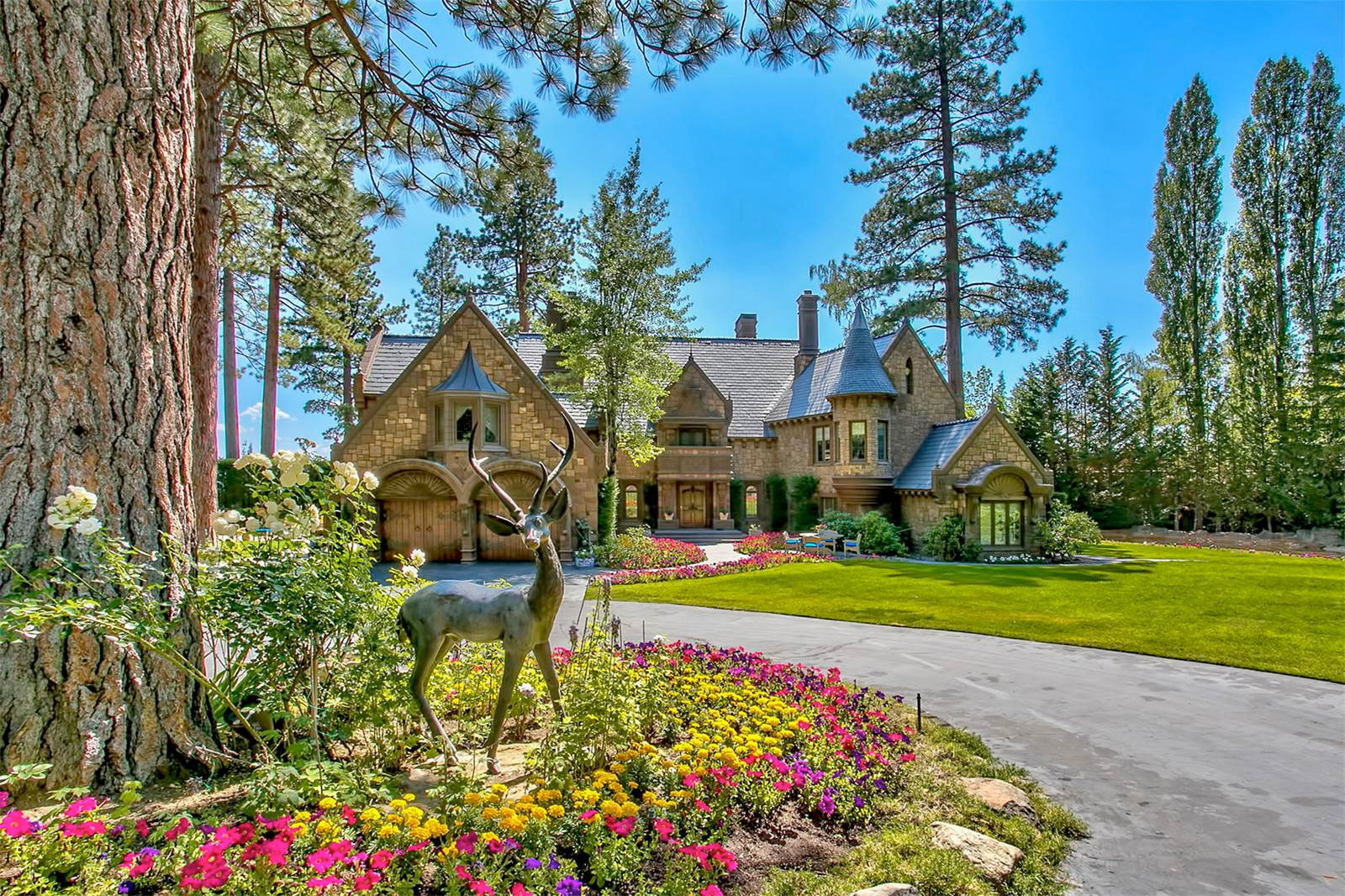 This Nevada Mansion Is Every Entertainer's Dream