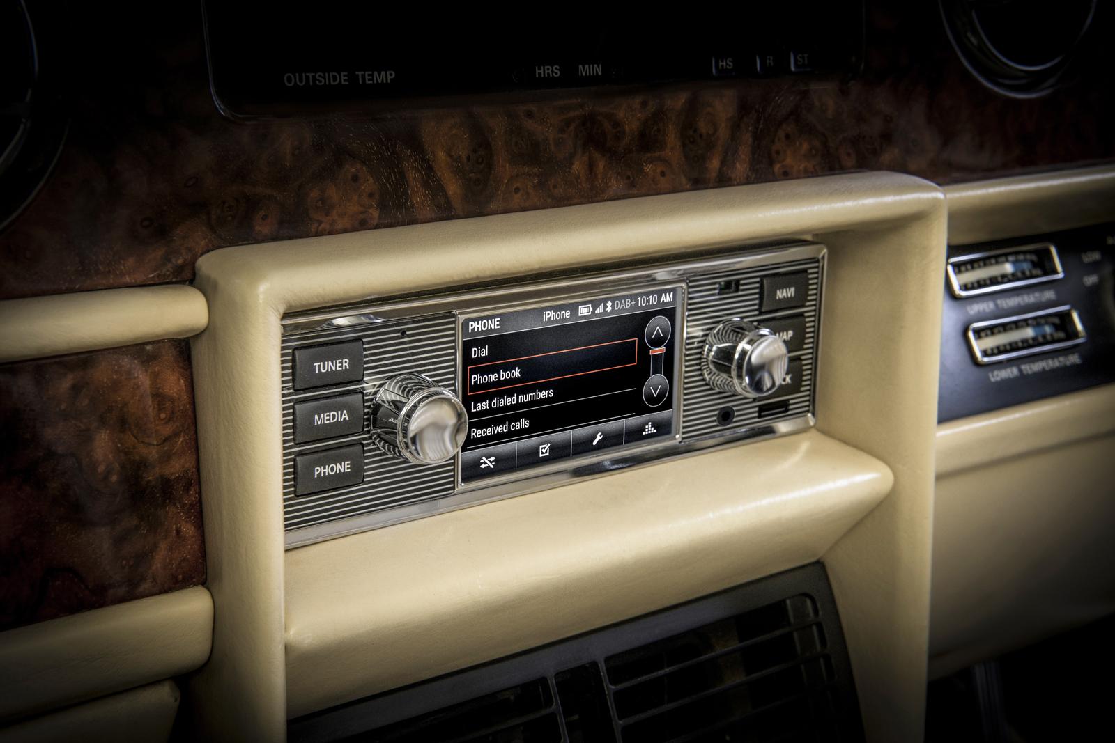 Jaguar Introduces Vintage Look Infotainment for Classic Cars