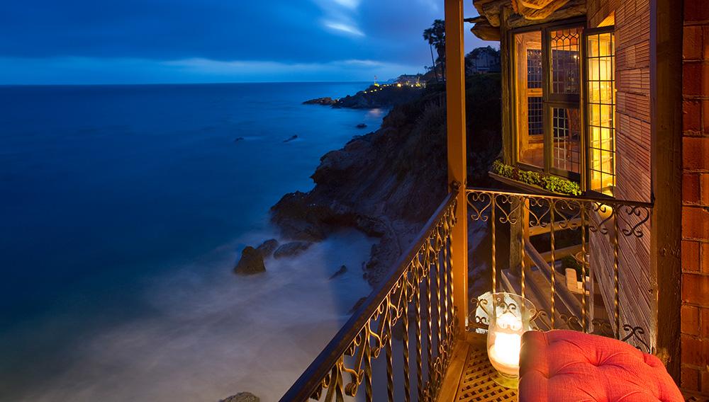 laguna-beach-rental-balcony-night