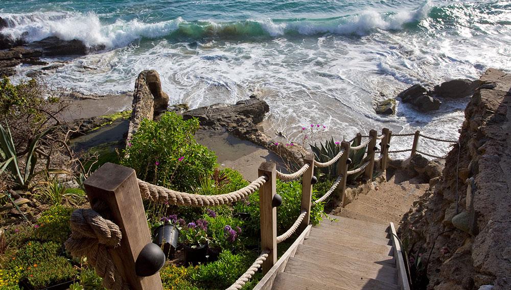 laguna-beach-rental-beach-stairs