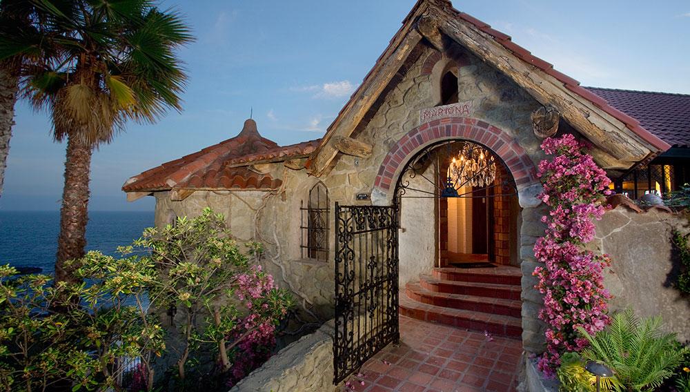 laguna-beach-rental-ext-front-door