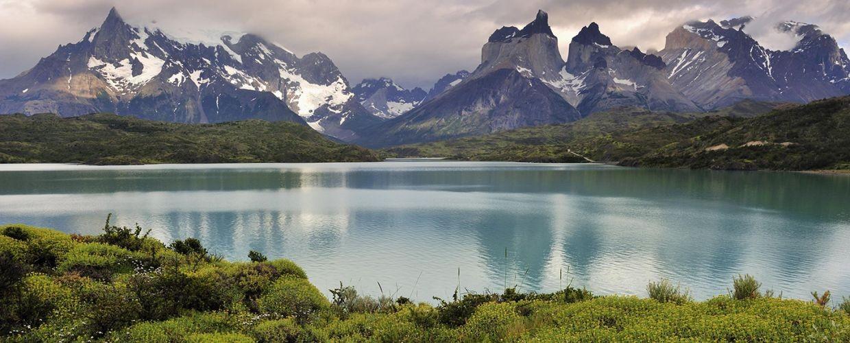 Lake-Pehoe-and-Paine-Massif-as-backdrop-Patagonia-Chile.-Wilderness-mguzqfjy0dflznc5iyf595nxeou6y3kxu3pngdb1jc