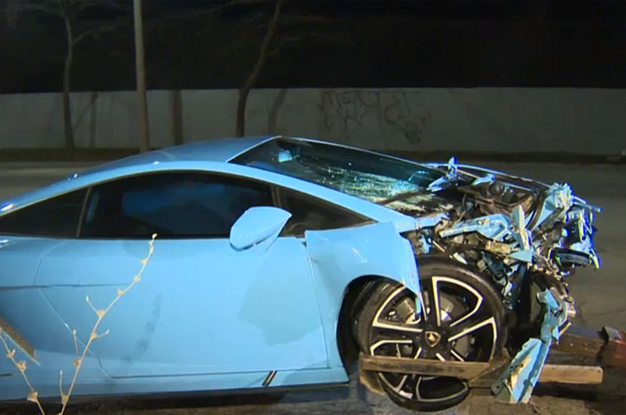 Someone Crashed This Lamborghini in Canada and Just Left it on the Side of the Highway