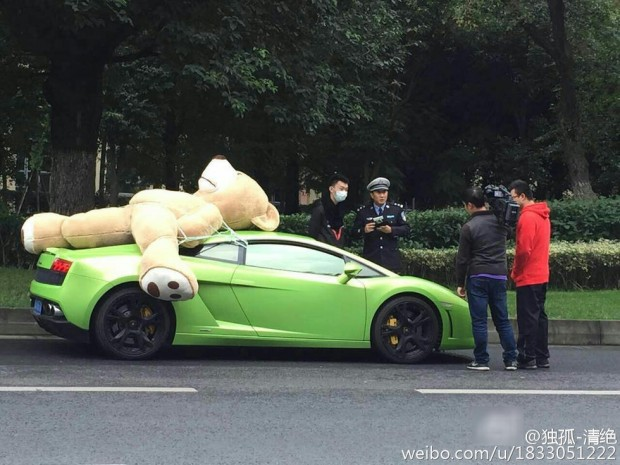 Driver Fined For Strapping Giant Teddy Bear To Roof Of Lamborghini. NO, REALLY