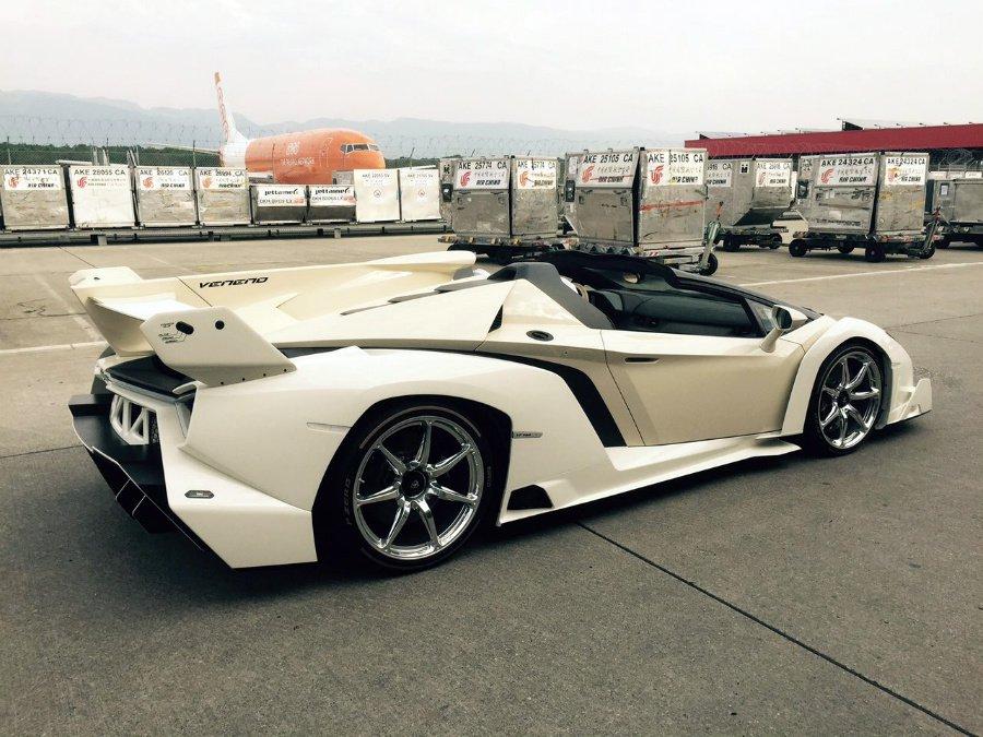 lamborghini-veneno-roadster-white2