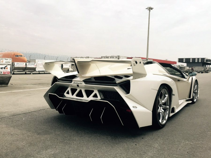 lamborghini-veneno-roadster-white3