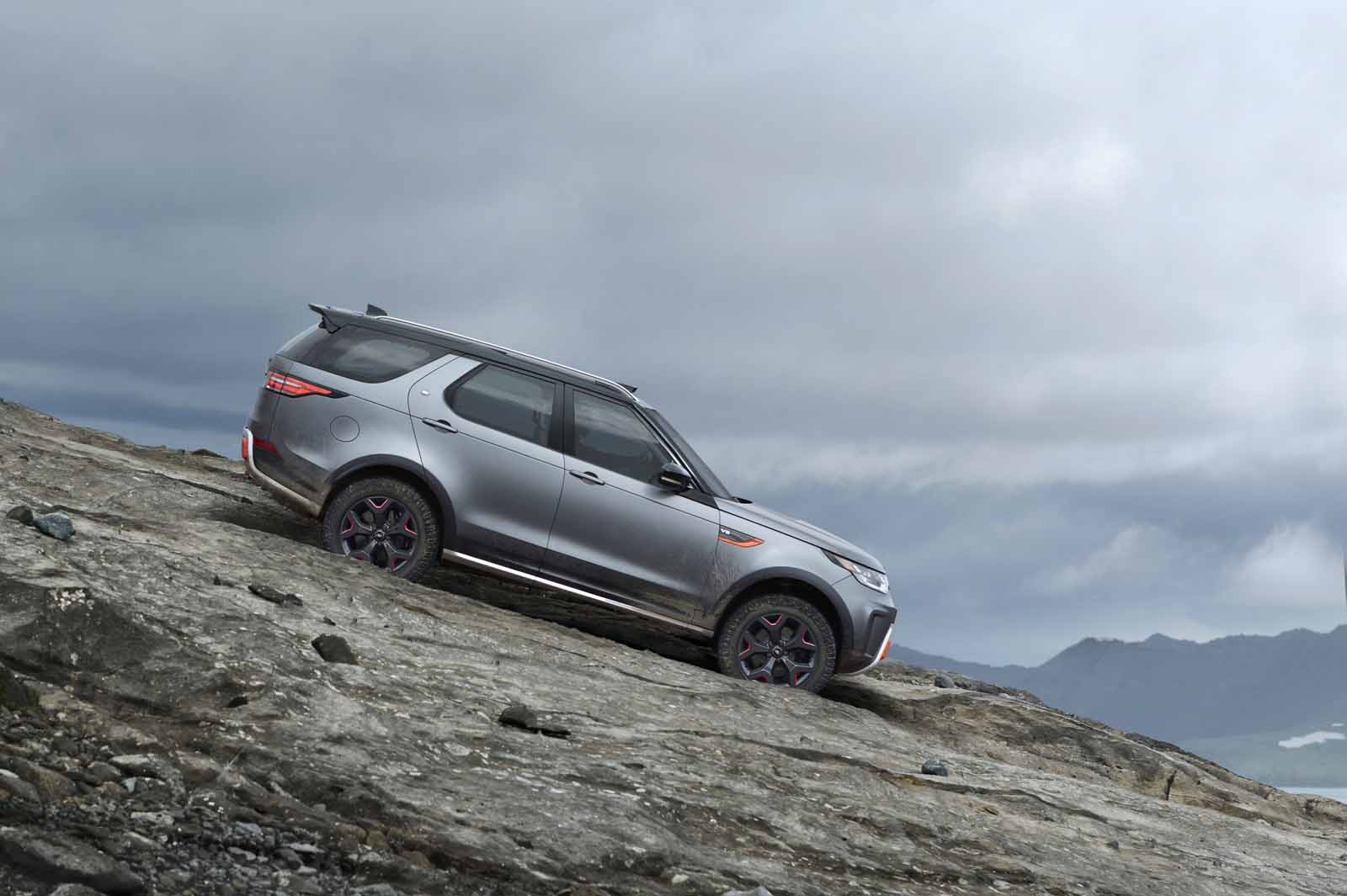 Land Rover Discovery SVX Makes SUV More Off-Road Capable