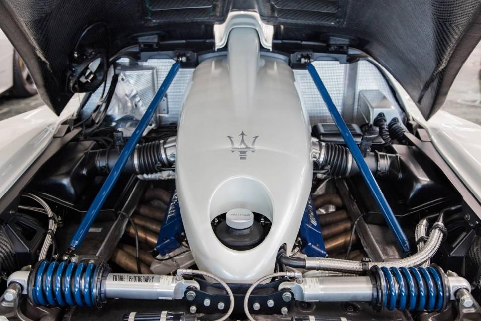 Maserati-MC12-16
