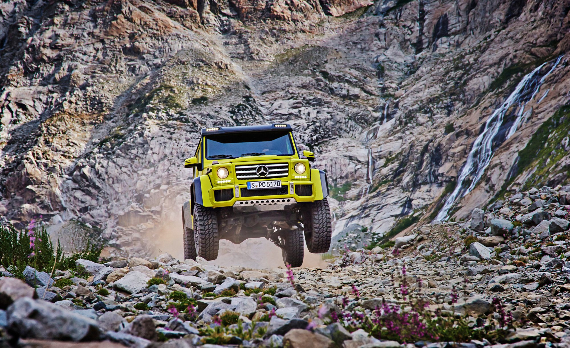 Mercedes G550 4×4 is a Badass Off Roader That Doesn't Come Cheap